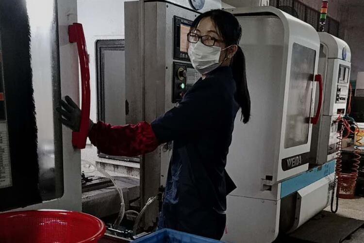 """【彤盛五金】""""萝莉小姐姐""""变身机加工人"""